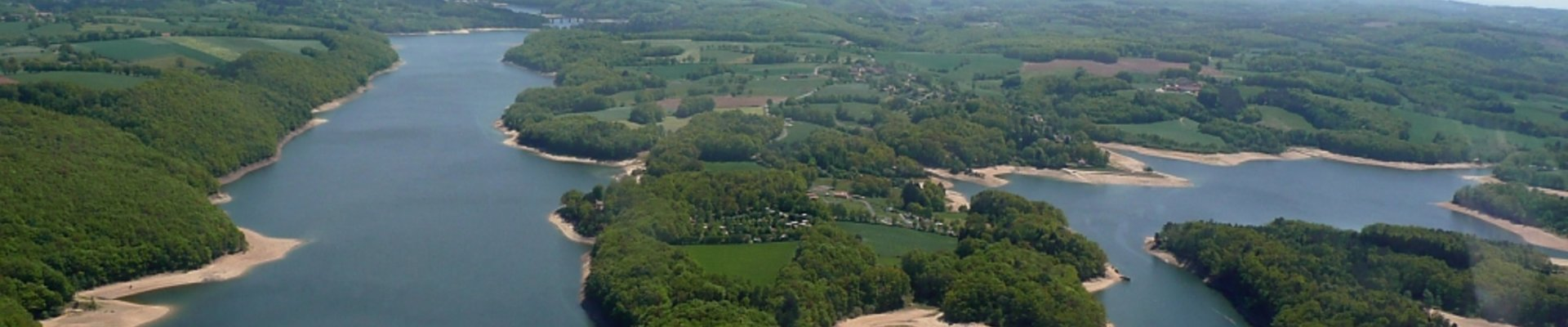 Camping Cantal *** Les Rives du Lac SAINT ETIENNE CANTALES, location de mobile-homes, emplacement camping